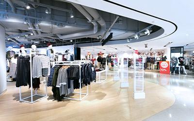 Großraum-Läden einer Mall ausgestattet mit unserer Klimatisierungs Technik